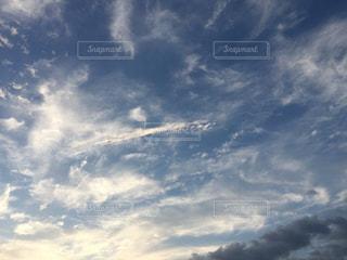 青い空に雲の写真・画像素材[1298249]
