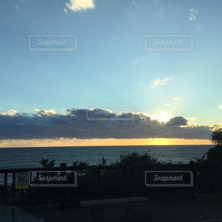 海に沈む夕日の写真・画像素材[1317792]