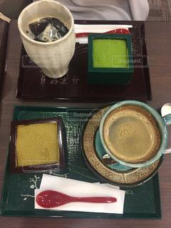 食品とコーヒーのカップのプレートの写真・画像素材[1362143]