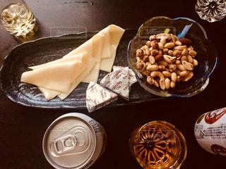 テーブルな皿の上に食べ物の種類をトッピングの写真・画像素材[1371827]