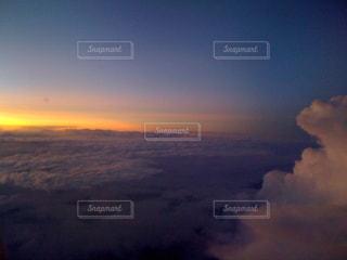 雲上の夕暮れの写真・画像素材[1304691]