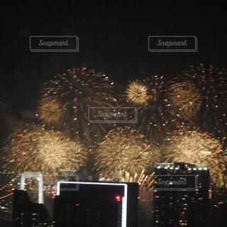 都会の花火の写真・画像素材[1380429]