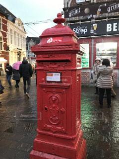 赤いベルギーのポストの写真・画像素材[2858937]