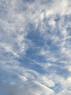 青い空に雲の写真・画像素材[1389703]