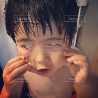 お風呂上がりの変顔の写真・画像素材[1300796]