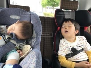 ドライブ中に爆睡の写真・画像素材[1300826]