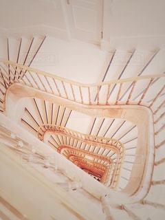真っ白な階段の写真・画像素材[1342017]