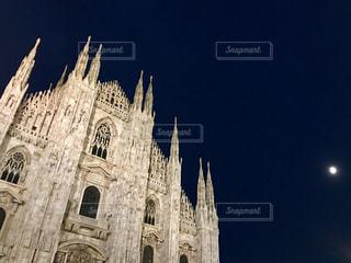 ミラノ大聖堂の夜の写真・画像素材[1342391]