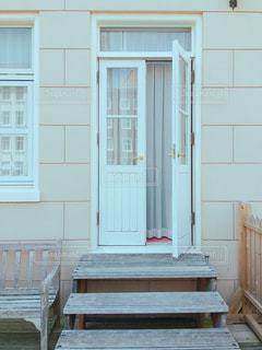 白いドアの写真・画像素材[1342548]