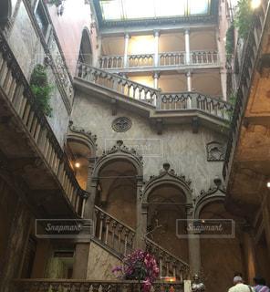 ホテル内の階段の写真・画像素材[1374692]