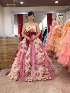 ピンクのドレスの人の写真・画像素材[2078884]