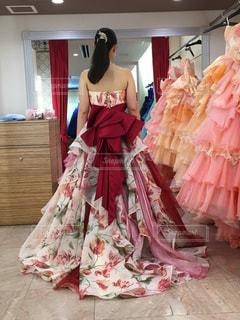 ピンクのドレスの女の子の写真・画像素材[2078891]