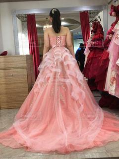 ピンクのドレスの写真・画像素材[2078894]