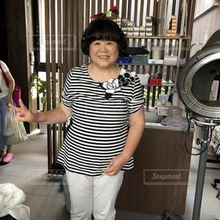 立っている女性の写真・画像素材[3617454]