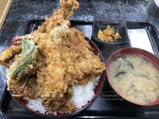 ジャンボ天丼の写真・画像素材[1303734]