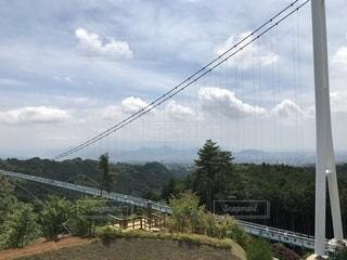 長い吊り橋の写真・画像素材[1303736]