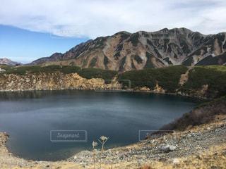 山頂付近の湖の写真・画像素材[1304319]