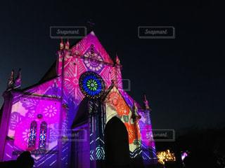 舞台の前の紫の光の写真・画像素材[2905368]