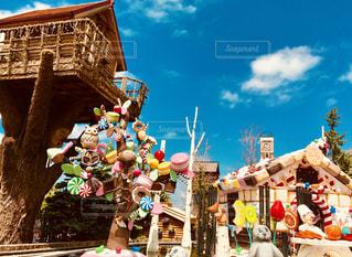 お菓子の家とツリーハウスの写真・画像素材[1389315]