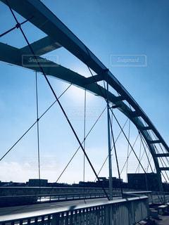 青空に映える橋の写真・画像素材[1465095]