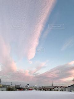 冬の夕暮れ雲の写真・画像素材[1691094]