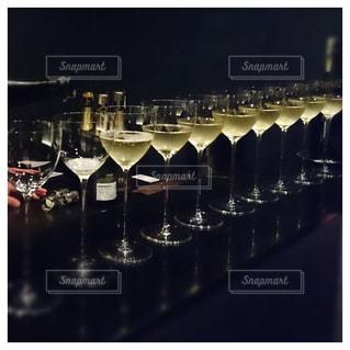 整然と並んだワイングラスの写真・画像素材[1307789]