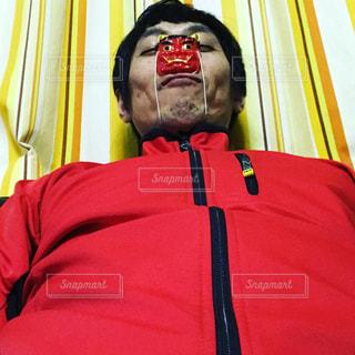 赤い帽子をかぶった男の写真・画像素材[1309433]