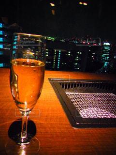 ワインと焼肉網の写真・画像素材[1395441]