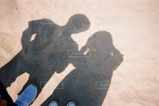 ふたりの影の写真・画像素材[3158538]