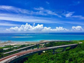 青空に続く橋の写真・画像素材[1313473]