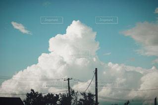 空には雲のグループの写真・画像素材[1372117]