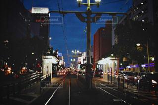夜の街の景色の写真・画像素材[1372127]