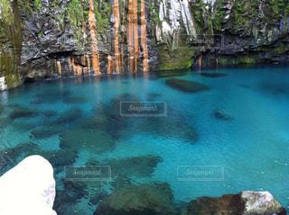 吸い込まれるような滝つぼのブルー3の写真・画像素材[1313136]