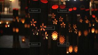 竹灯籠とロウソクの灯りの写真・画像素材[1316568]