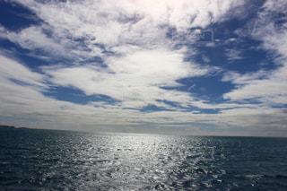 水体の空に雲の写真・画像素材[1319791]