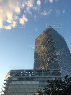 都市の大規模な超高層ビルの写真・画像素材[1394379]