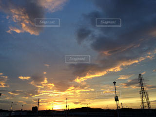 街に沈む夕日の写真・画像素材[1401251]