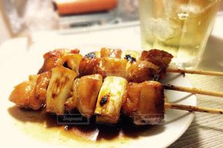 フォークで食べ物の皿の写真・画像素材[1454666]
