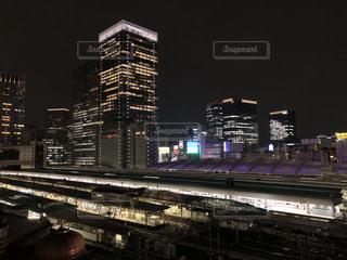 夜の街の景色の写真・画像素材[1537178]