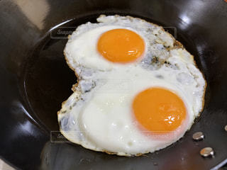 プレートの卵の写真・画像素材[1588252]