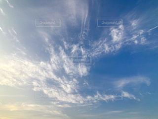 青い空に雲の写真・画像素材[1633444]