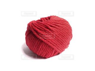 赤い帽子をかぶったテディベアの写真・画像素材[1643497]