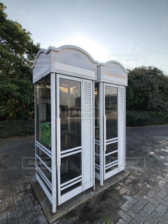 白い電話ボックスの写真・画像素材[1693768]