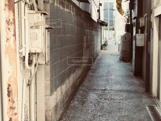 狭い通りの写真・画像素材[1701227]