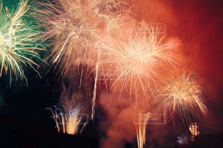 空に花火の写真・画像素材[1318428]