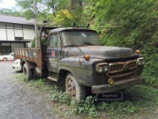 古びたレトロなトラックの写真・画像素材[1319284]