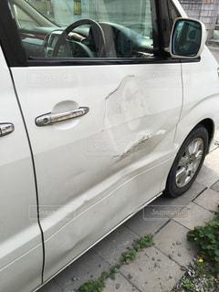 ぶつけた車のドアの写真・画像素材[1736477]