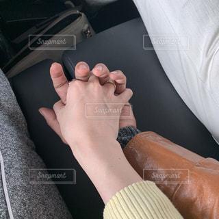 信号待ちに大好きな人の手の温もりの写真・画像素材[1812043]
