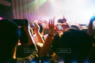 ステージ上を実行する人々 のグループの写真・画像素材[1372849]