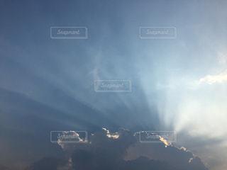 空には雲のグループの写真・画像素材[1366571]